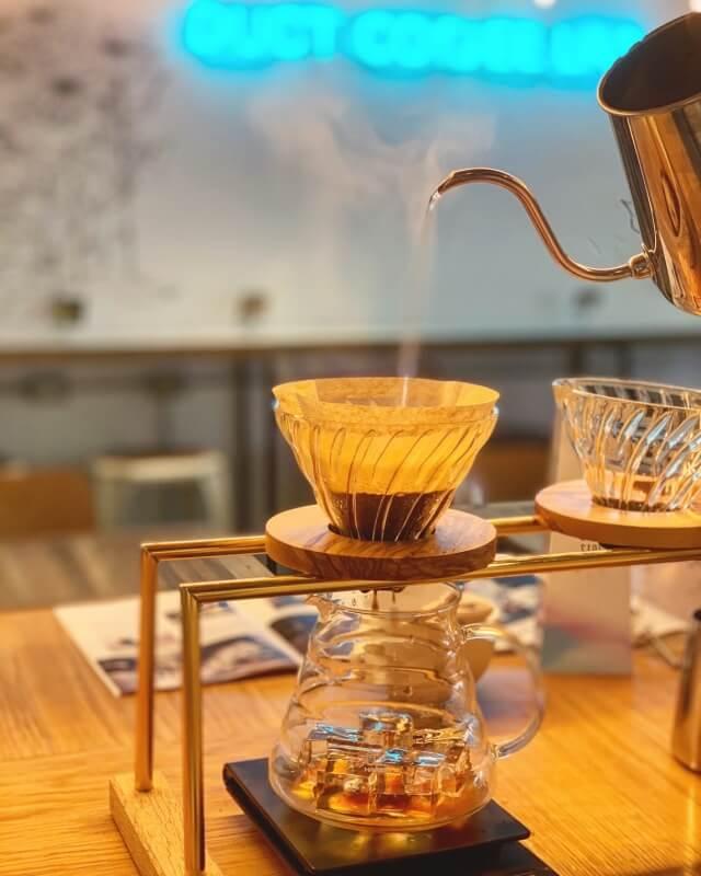 ハンドドリップコーヒーは自家焙煎豆を使用